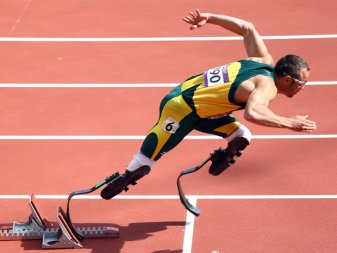 heres-how-the-prosthetic-blades-of-paralympic-athletes-work